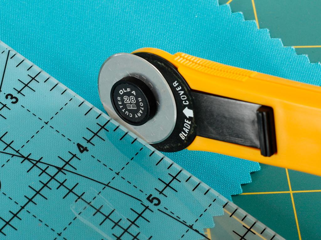 Rotary Cutter to Cut Quilting Fabric
