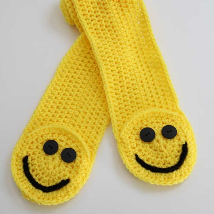 Smiley Pocket scarf