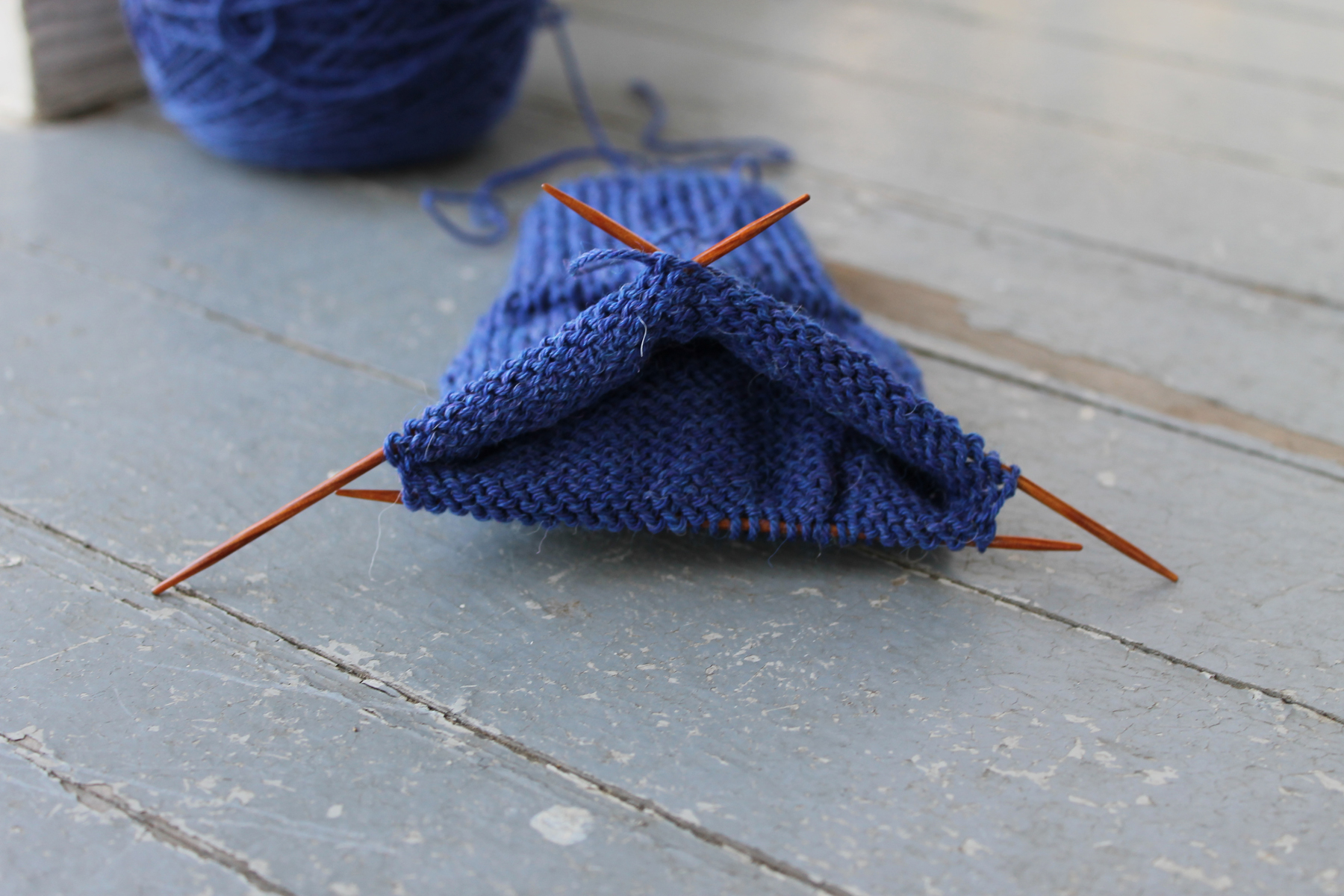 Setting up knitting needles for a sock heel