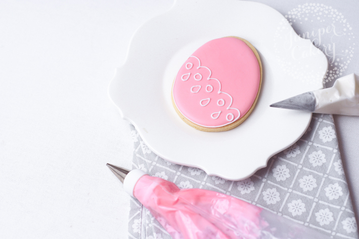 Easy royal icing tutorial for Easter sugar cookies