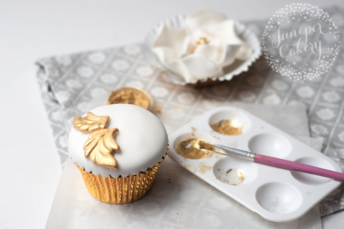 Sugar magnolia cupcake tutorial by Juniper Cakery