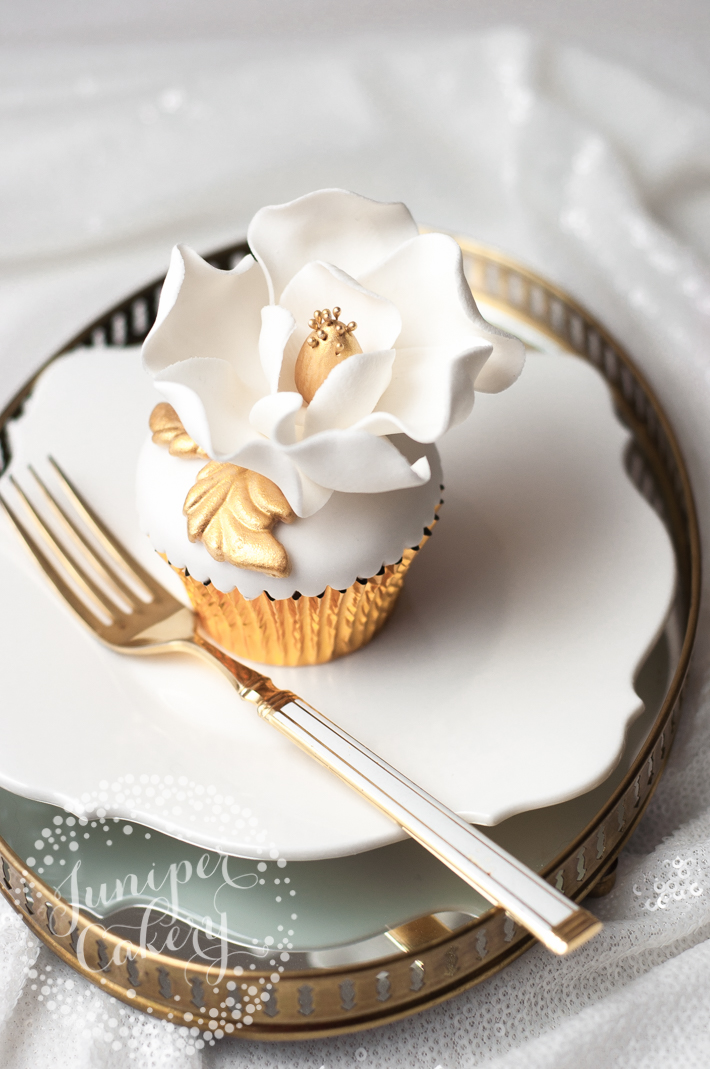 Tutorial for beautiful and fancy cupcakes with sugar flowers