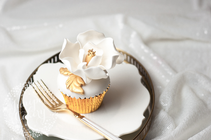 Glamorous sugar magnolia cupcake tutorial by Juniper Cakery