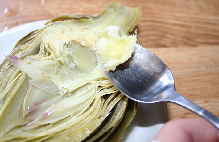 Preparing cooked artichoke to eat