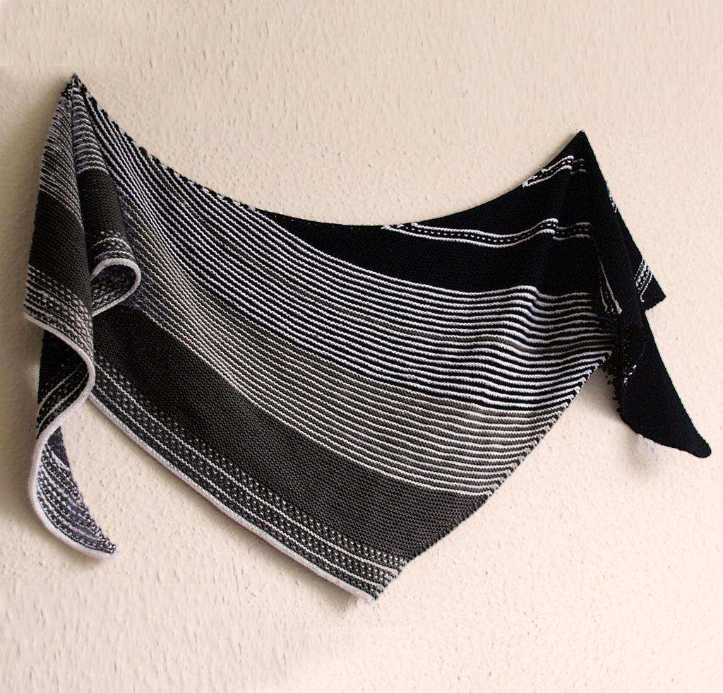 Drachenfels Shawl in Black and White