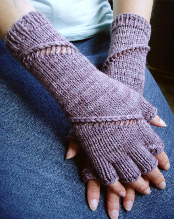 Helix Gloves Knitting Pattern