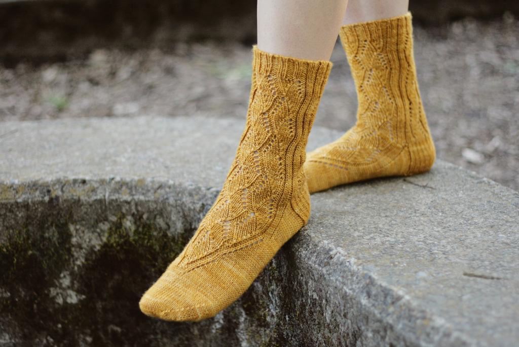 Jian Lace Knit Socks