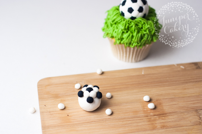 How to make an easy fondant soccer ball for cakes and cupcakes
