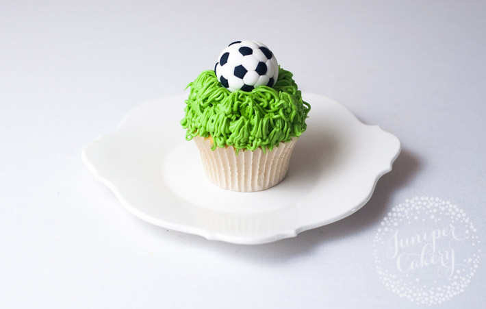 Learn how to make fondant soccer balls with this easy tutorial