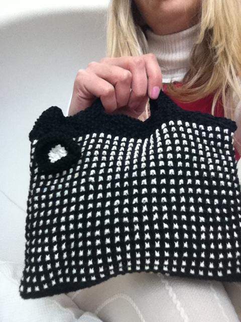 Mod Black & White Bag Knitting Pattern