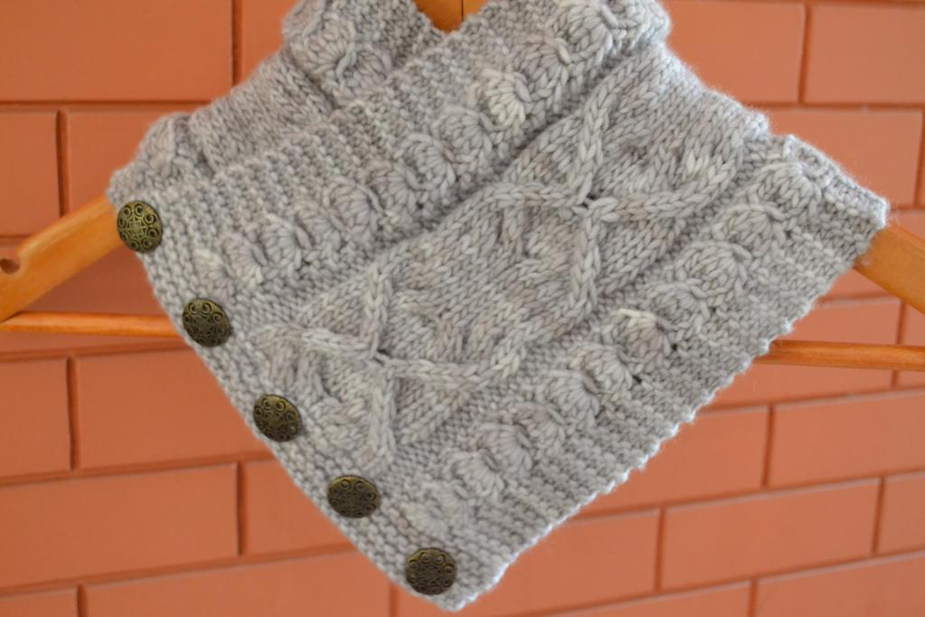 Daisies in Pearl Cowl FREE Knitting Pattern