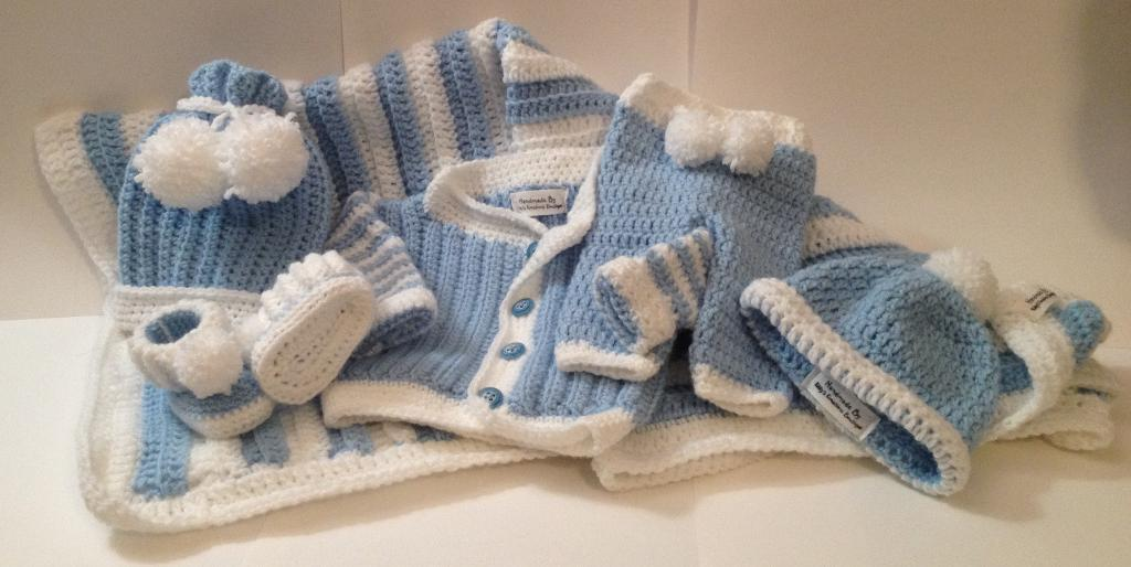 Cute Newborn Baby Outfit with Blanket FREE Crochet Pattern