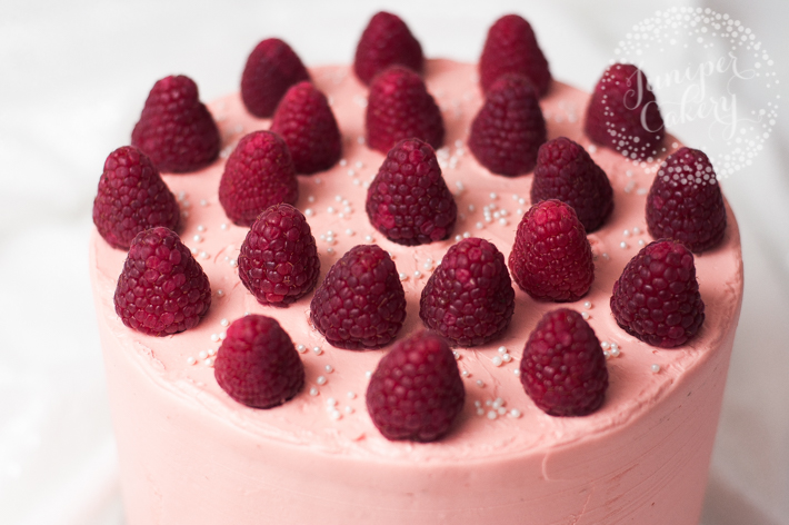 How to create unique cake flavors with raspberries