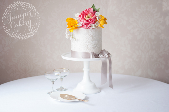 how to use cake stencils