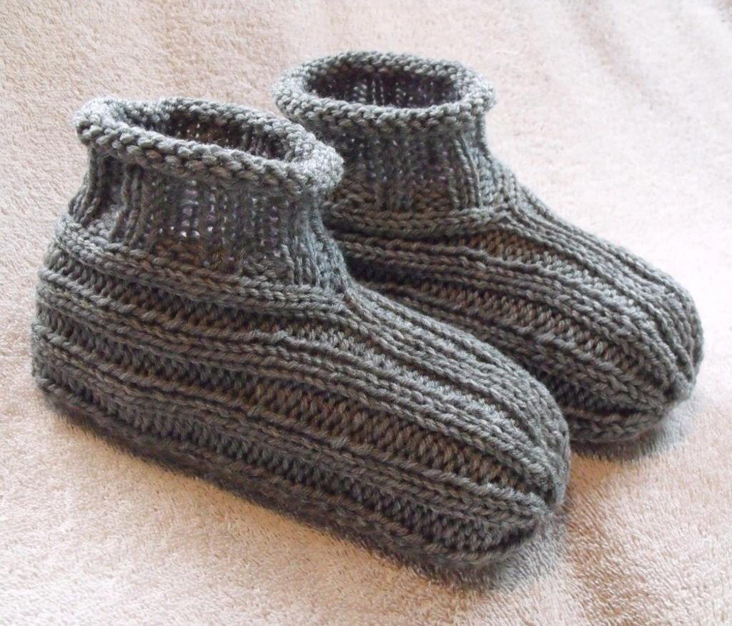 Adult Bootie Slippers FREE Knitting Pattern