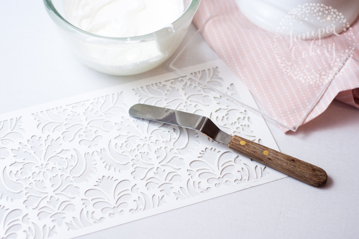 How to stencil a cake
