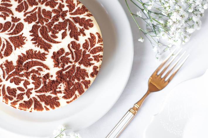 How to Decorate a Cheesecake With a Stencil