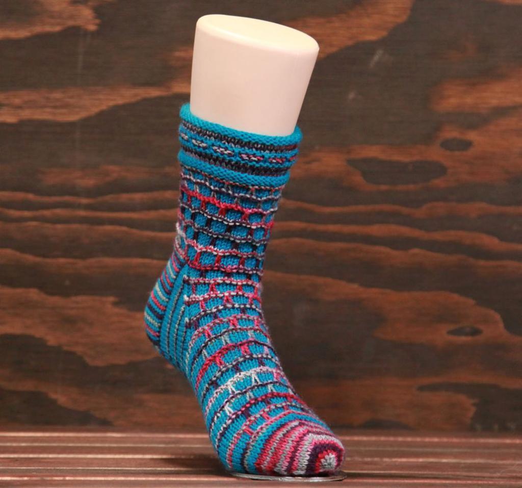 Windowpane Socks FREE Knitting Pattern