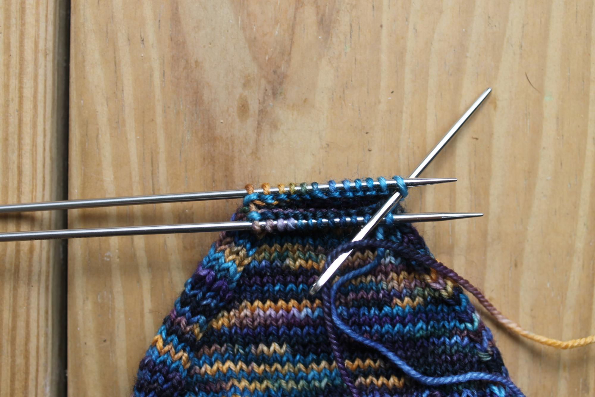 Inserting the needle knitwise