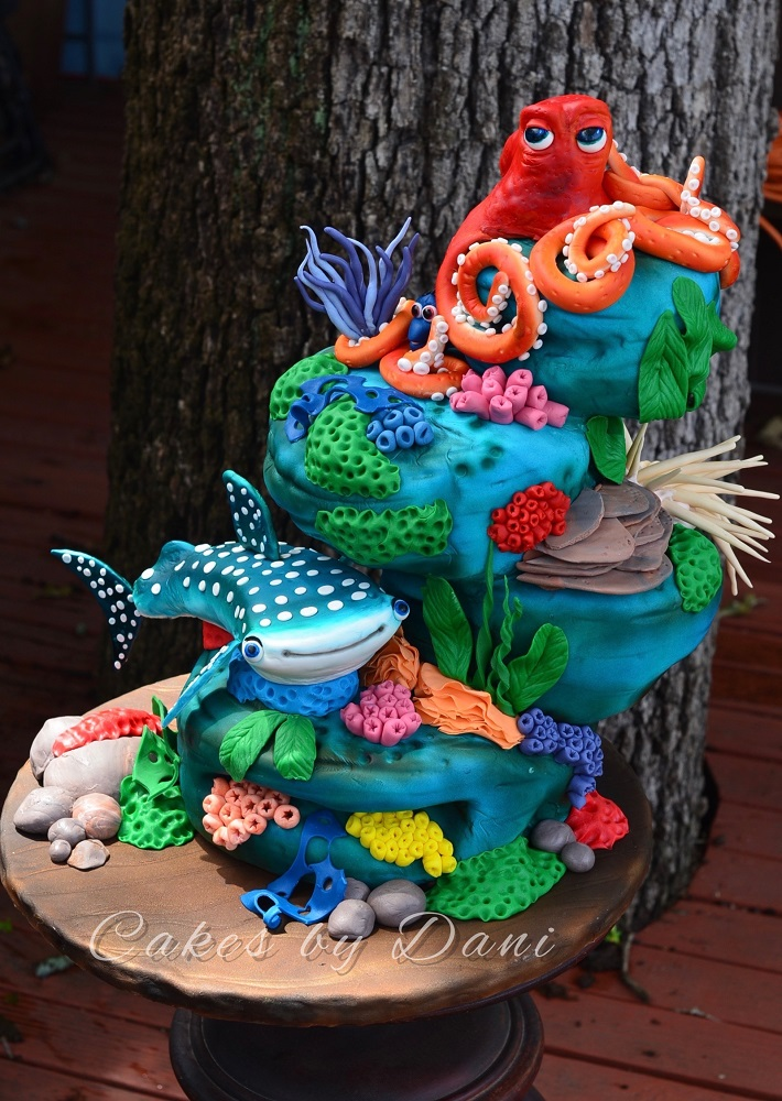 Finding Dory cake with characters