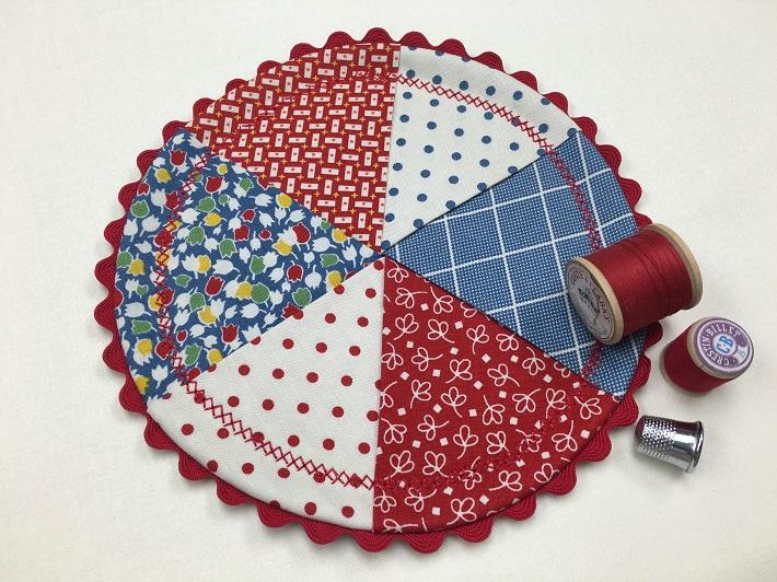 Round Pinwheel Mug Rug