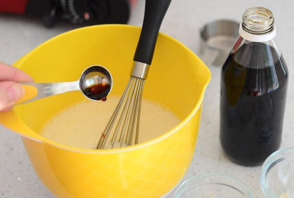 Adding Vanilla to a Panna Cotta Mixture