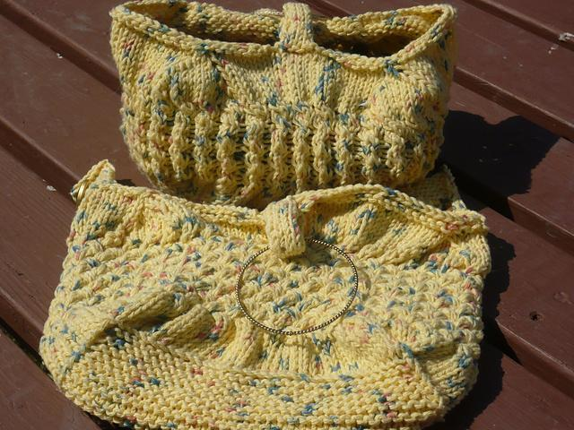 2 Small Cabled Bags FREE Knitting Pattern