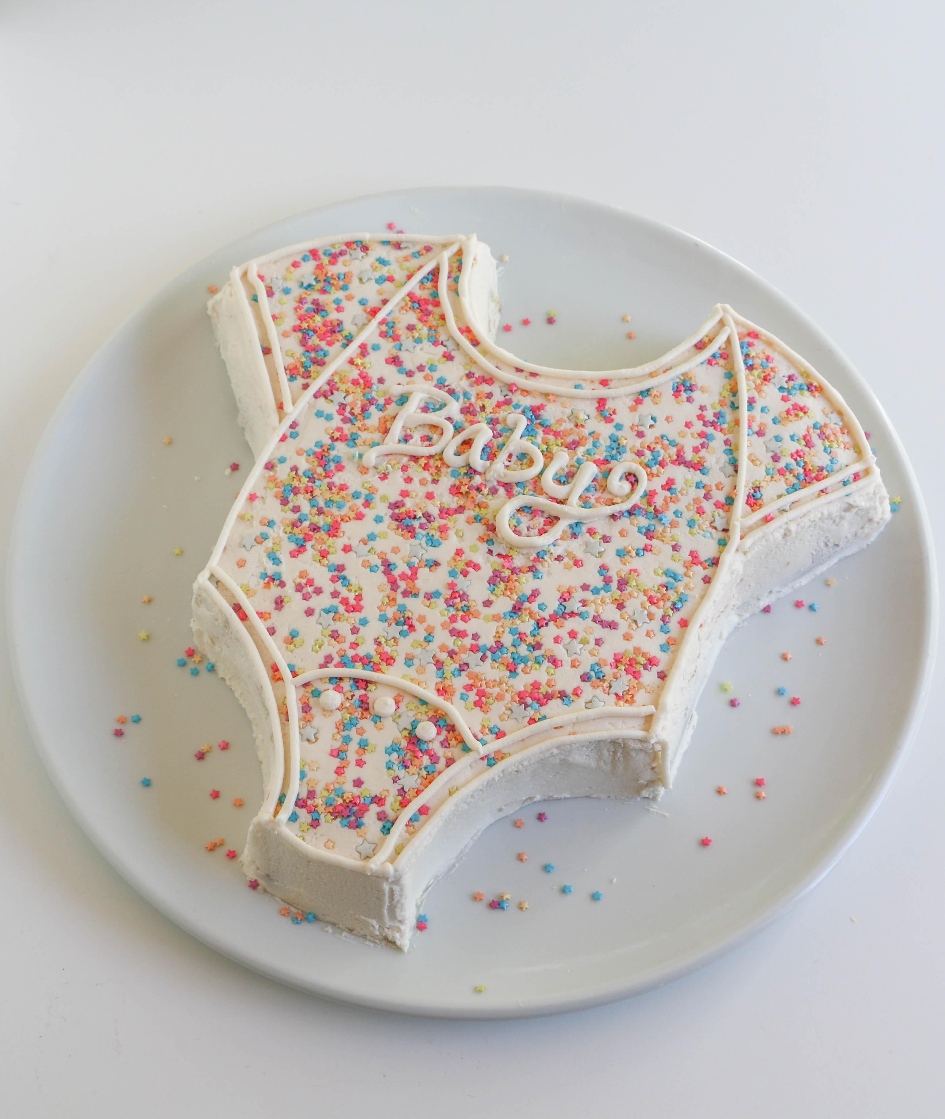 Finished onesie cake | Erin Gardner