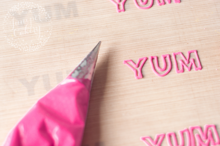How to pipe royal icing letters