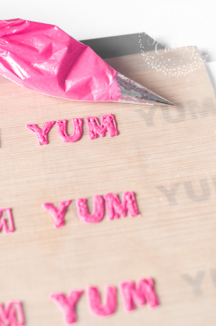 Tutorial for royal icing letters