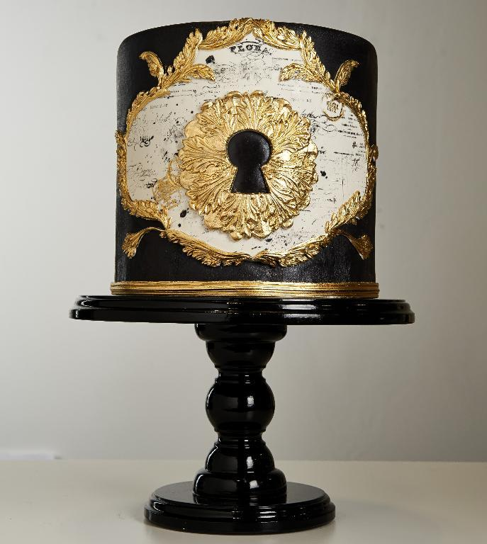 Cake by Bluprint Instructor Alexandria Pellegrino | Erin Gardner | Bluprint