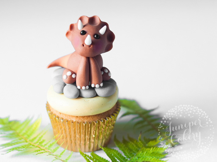 Dinosaur fondant figure tutorial by Juniper Cakery