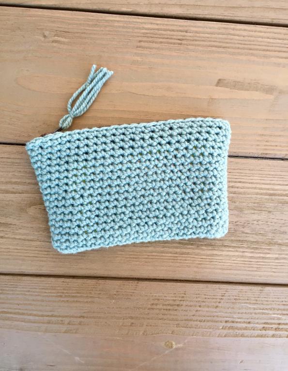 Simple Summer Clutch FREE Crochet Pattern