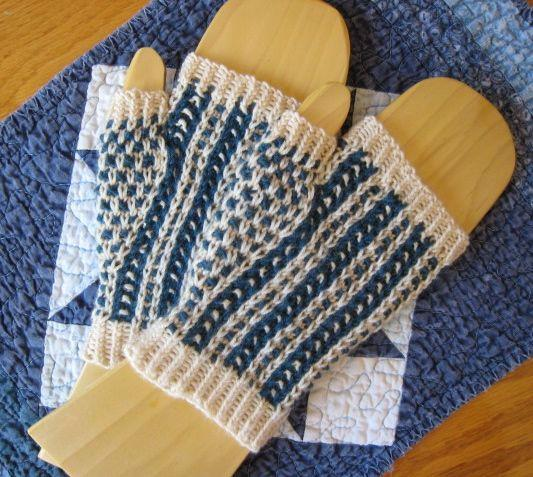Gilly Bean Mitts FREE Knitting Pattern