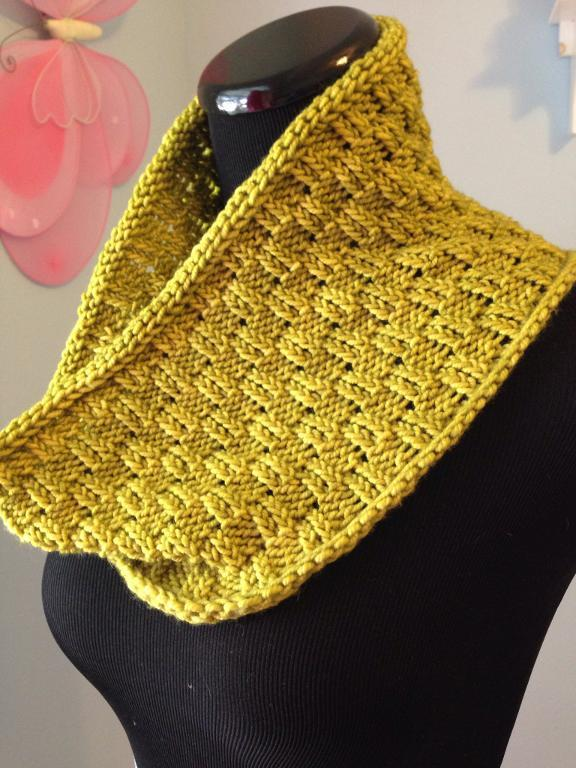 Escalon One skein Cowl
