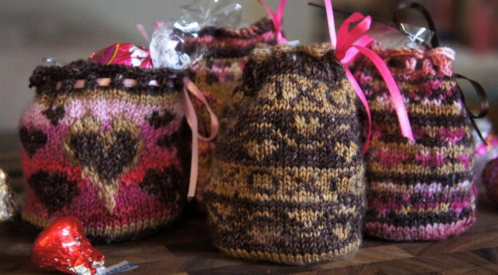 Kiss Kiss Bags FREE Knitting Pattern