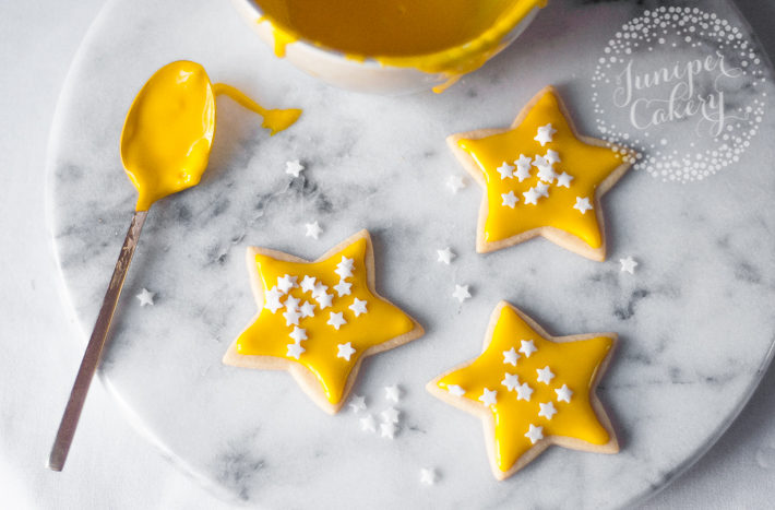 Decorating cookies with glace icing