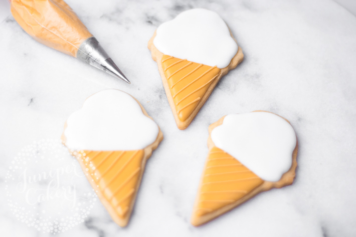 How to decorate ice cream cone cookies