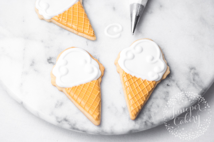 How to decorate easy ice cream cone cookies - perfect for parties