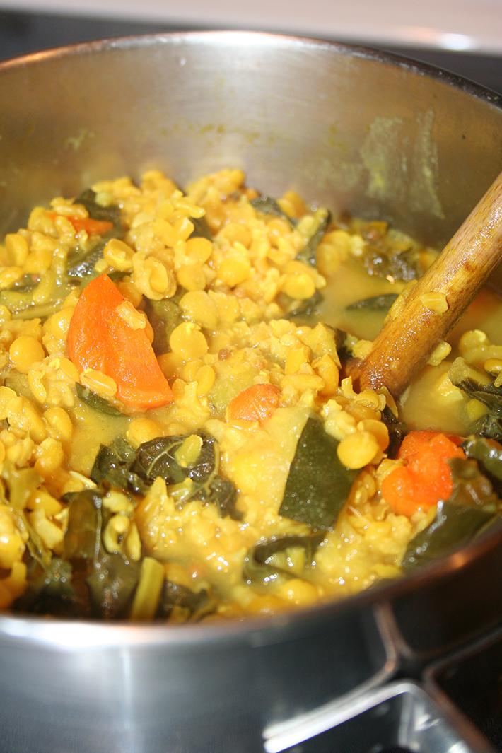 Porridge-like kitchari