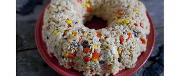 Halloween candy rice krispies cake
