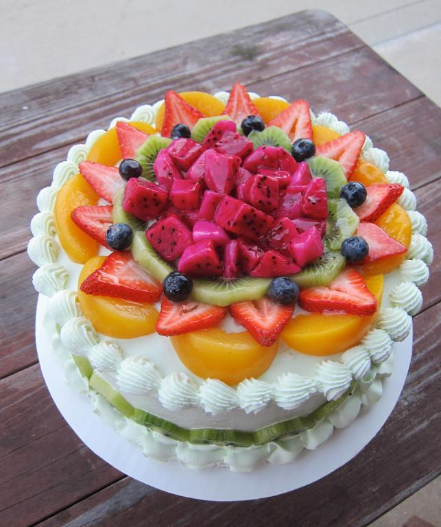Fruit-Topped Cake by elaine-truong
