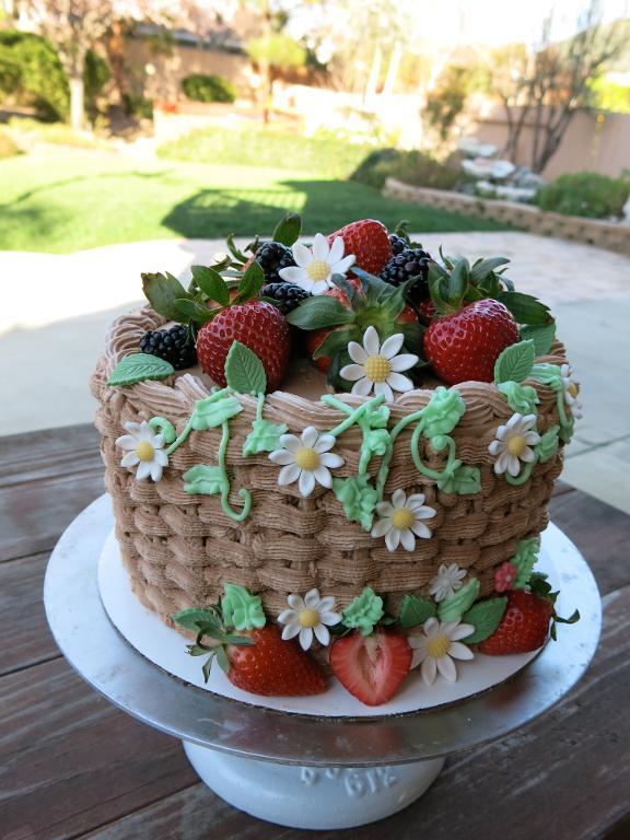 Garden Inspired Cake by Bluprint member Elaine Truong