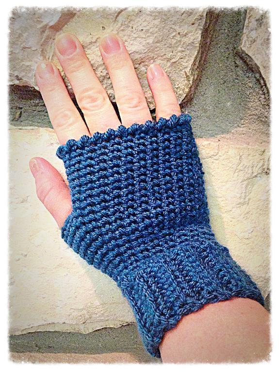 Hi-Five Fingerless Gloves FREE Crochet Pattern