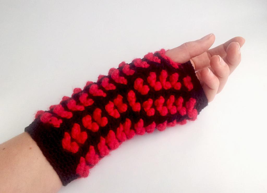Queen of Hearts Fingerless Gloves Crochet Pattern