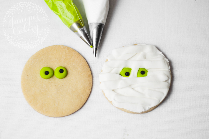 How to make an easy mummy cookie for Halloween
