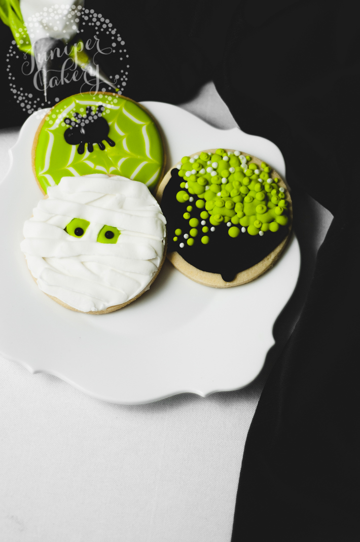 How to ice easy Halloween cookies