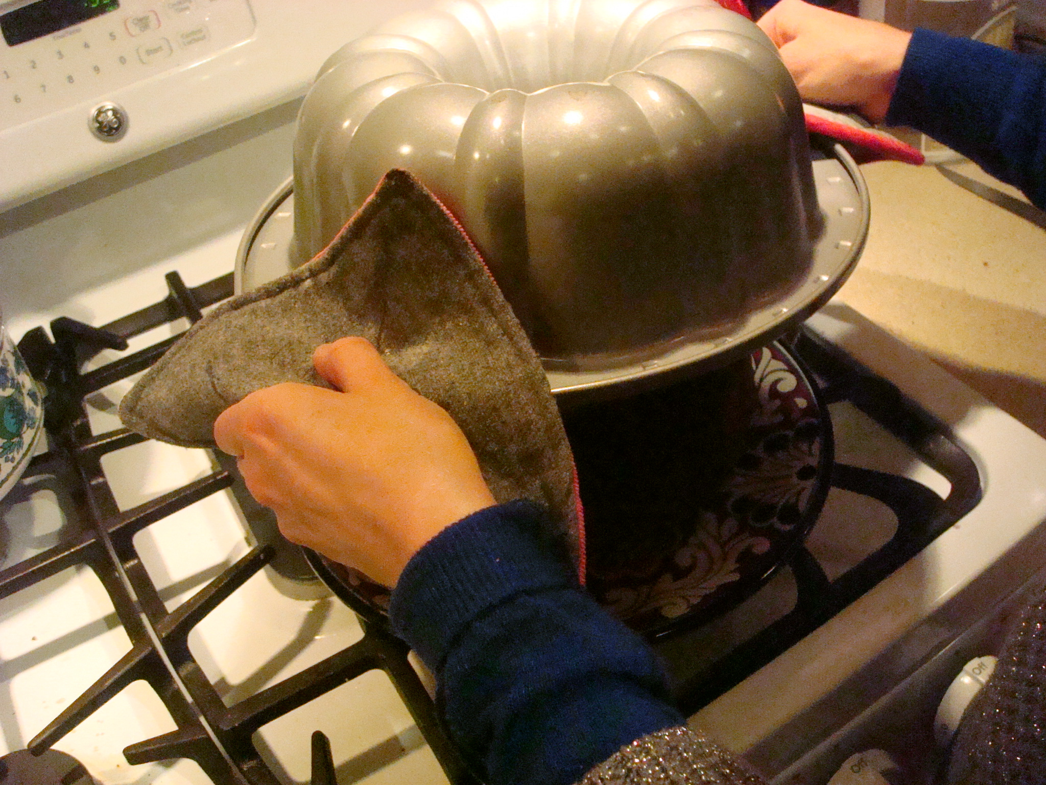 Lift the bundt pan