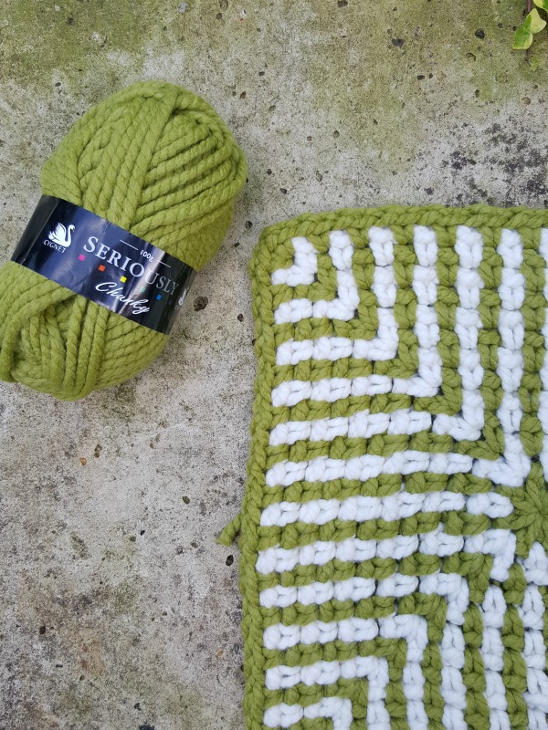 Crocheting rugs with bulky yarn