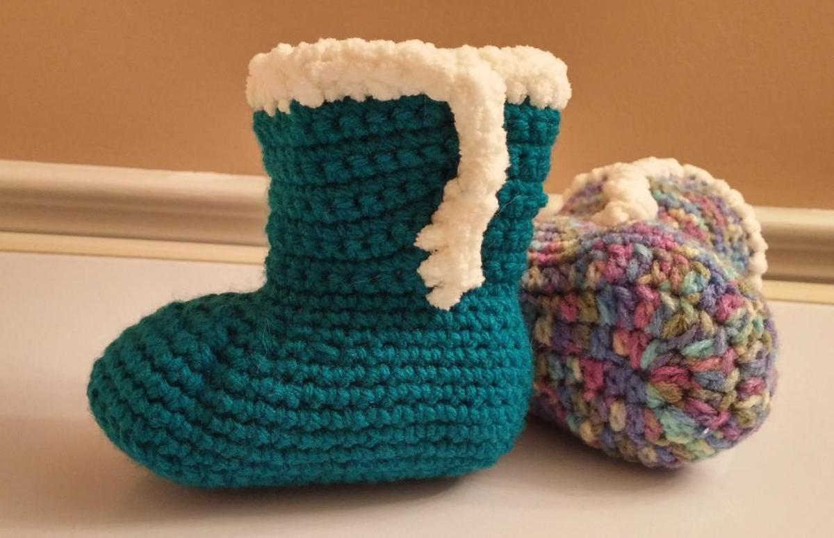 Baby Booties with Fur Crochet Pattern